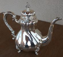 Grosse silberne Teekanne